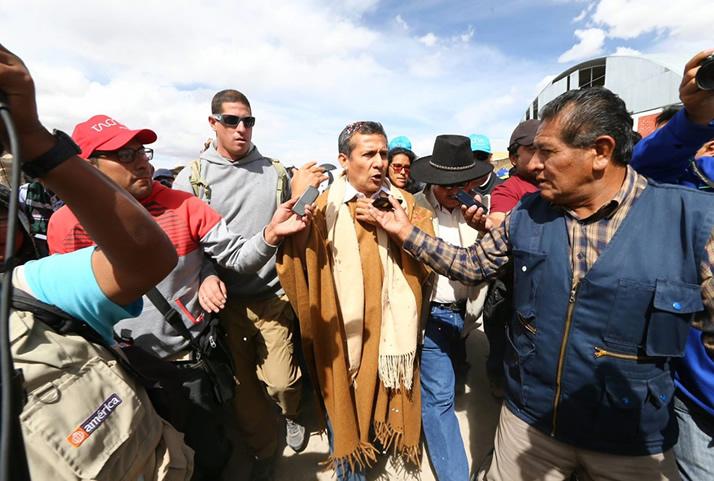 Presidente Humala brinda declaraciones a la prensa. | President Humala talks with the press.