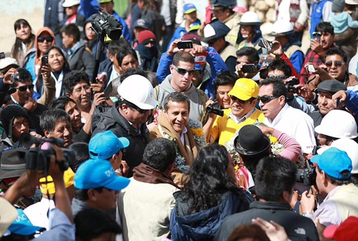 El presidente Humala es recibido por los pobladores del distrito de Palca, en la provincia de Tacna. | President Humala is received by the residents of Palca, in the province of Tacna.