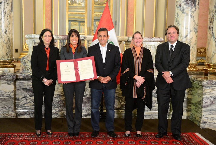 Presentación del contrato en Palacio de Gobierno | Presentation of the contract at the House of Government