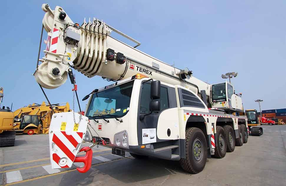 Grúas e Izajes bought a crane with load capacity of 160 tons