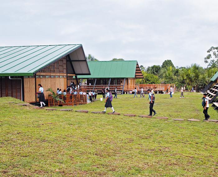 Construcción y equipamiento de 10 Colegios modulares del Plan Selva