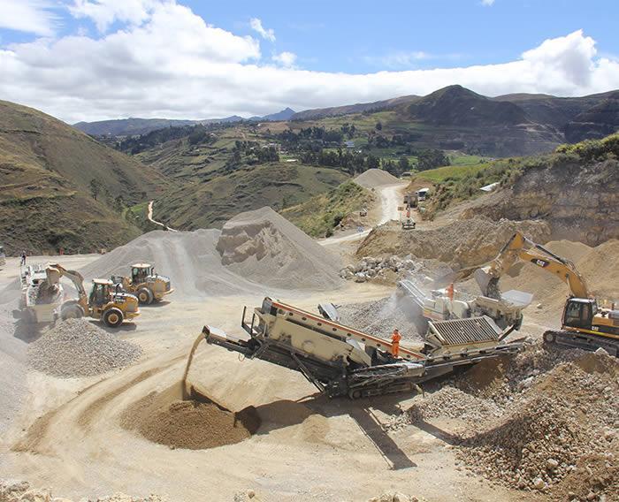 Construcción de la Carretera Encañada - Micuypampa